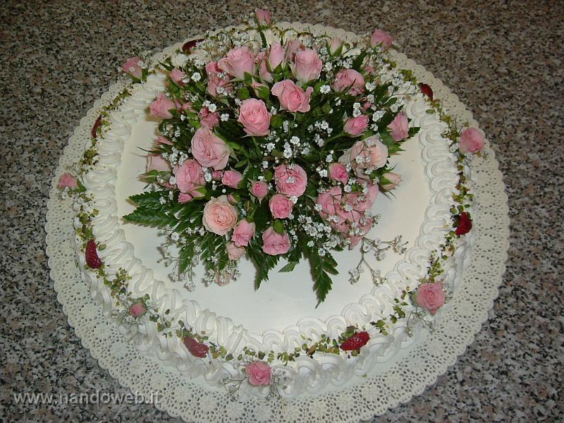 Foto torte nuziali con panna una raccolta di tutte le for Decorazioni torte uomo con panna